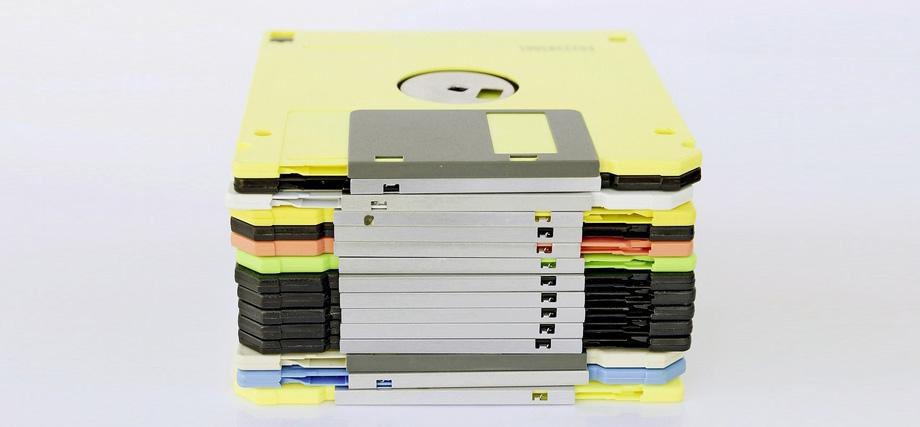 Eine Diskette ha?lt bis zu 30 Jahre. Doch wer hat heute noch ein passendes Lesegera?t griffbereit. Foto: Thinkstock